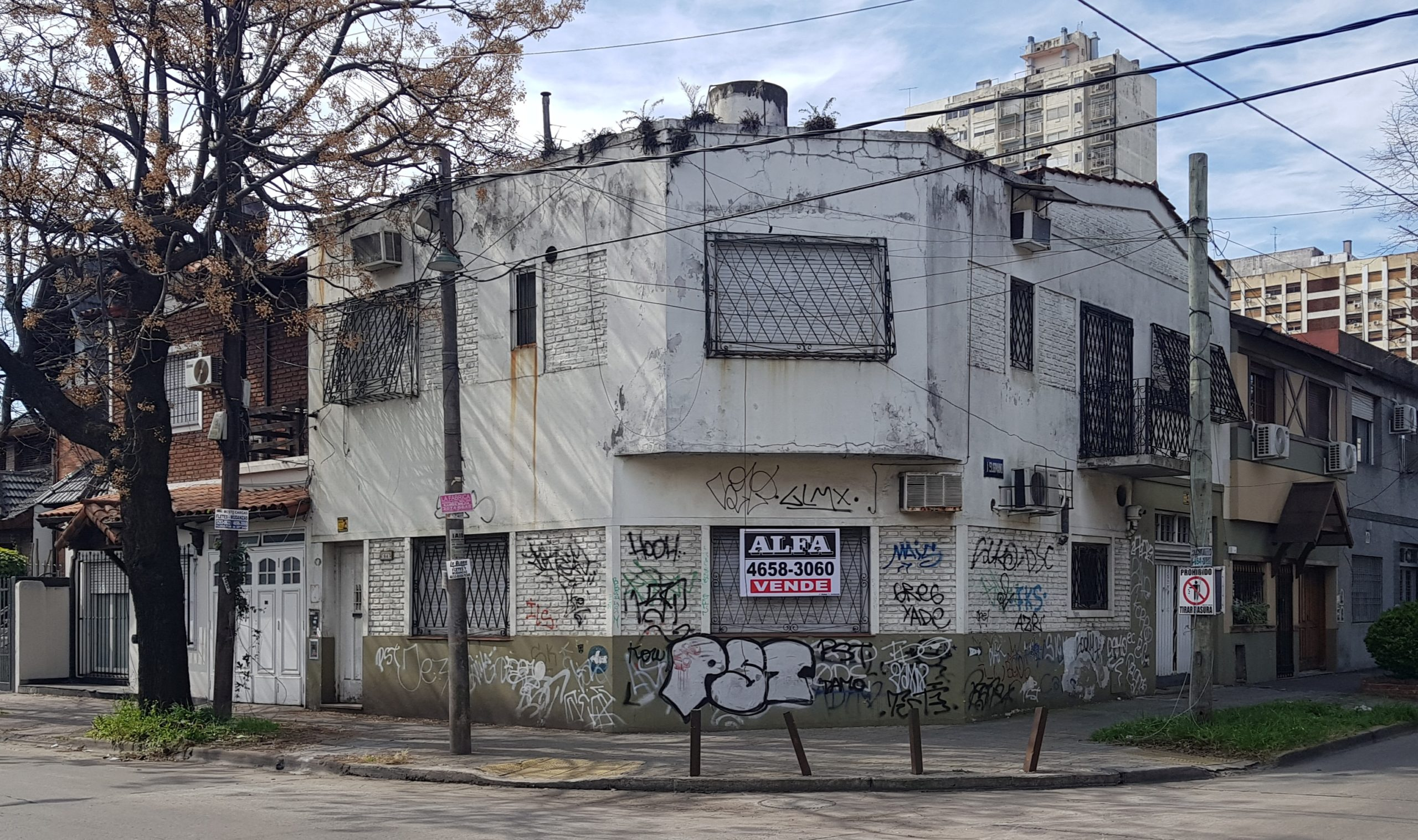 CASA CENTRICA DE 5 AMB. EN RAMOS MEJIA