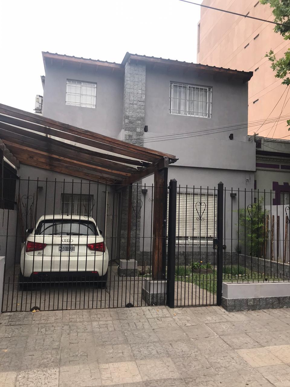 CASA EN DOS PLANTAS 4 AMB. EN P.H. EN RAMOS MEJIA NORTE-